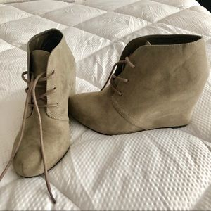 XAPPEAL Flynn Suede Booties Size 7